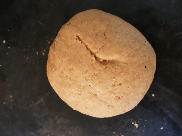 Formez une boule avec la pâte.