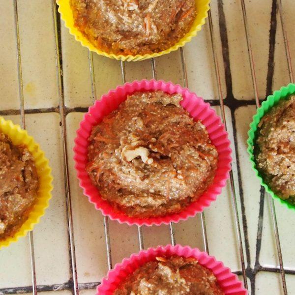 Versez dans 5 à 6 moules à muffins suivant la taille souhaitée ou la taille de vos moules. Pensez à laisser un peu de place pour que vos muffins gonflent.