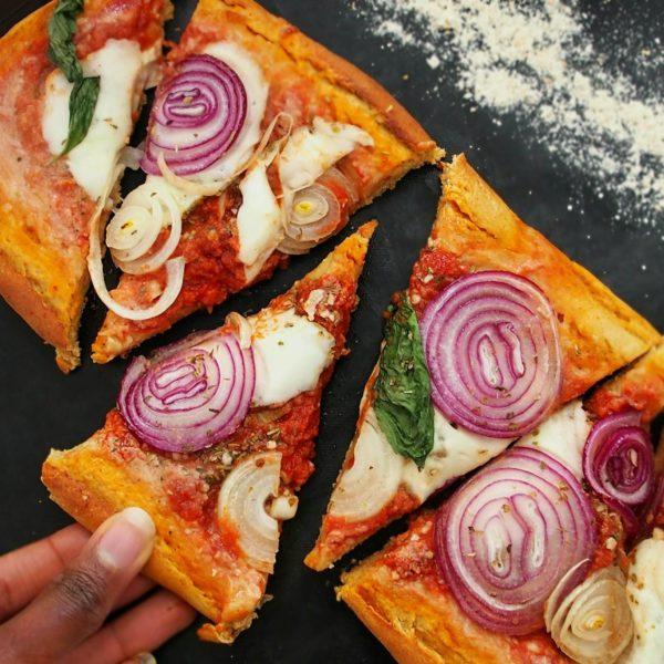 Pâte à pizza moelleuse et rapide à l'épeautre et au lupin