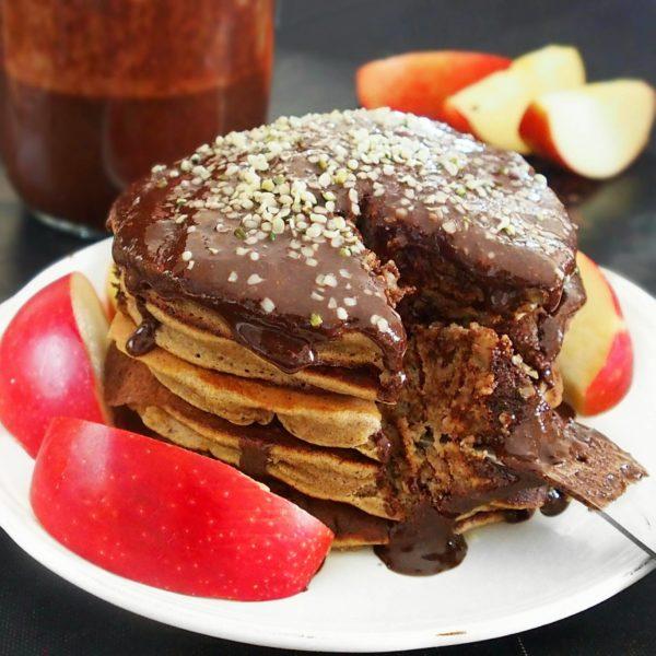 pancakes moelleux la farine d 39 avoine sans beurre sans huile et sans lait mail0ves. Black Bedroom Furniture Sets. Home Design Ideas
