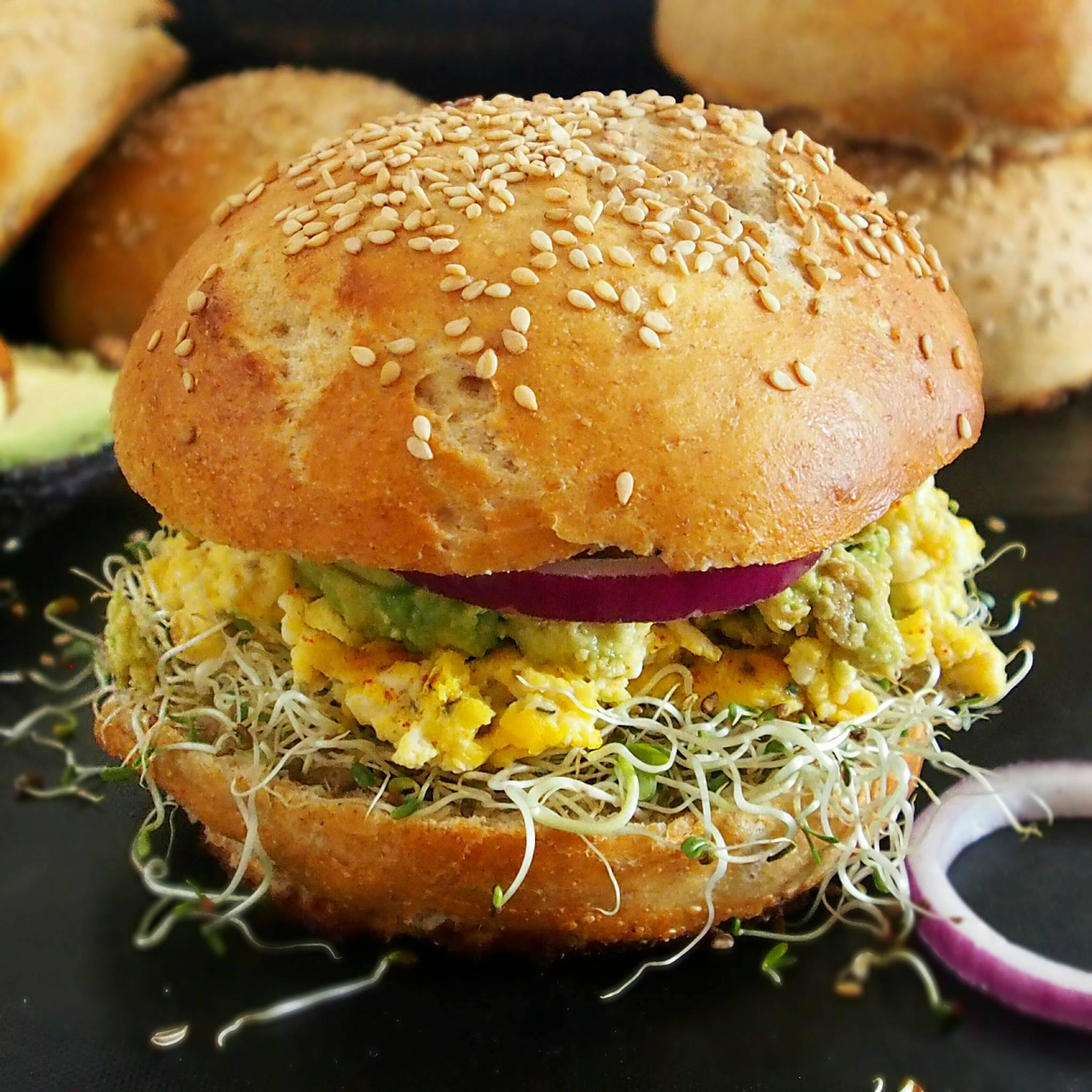 Pains burgers moelleux à la farine d'épeautre complète, sans beurre et sans lait [option vegan]