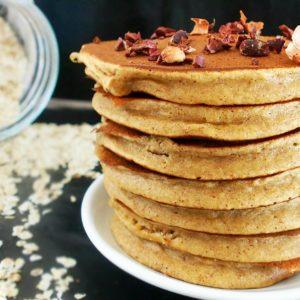 Pancakes moelleux à la farine d'avoine sans lait sans beurre et sans huile