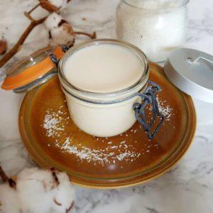 Le beurre de coco encore liquide