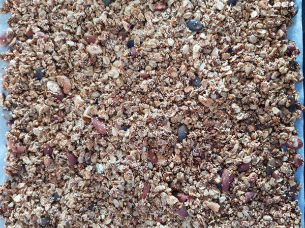 """Laissez refroidir complètement avant de """"casser """" votre granola et de le mettre dans un contenant hermétique."""