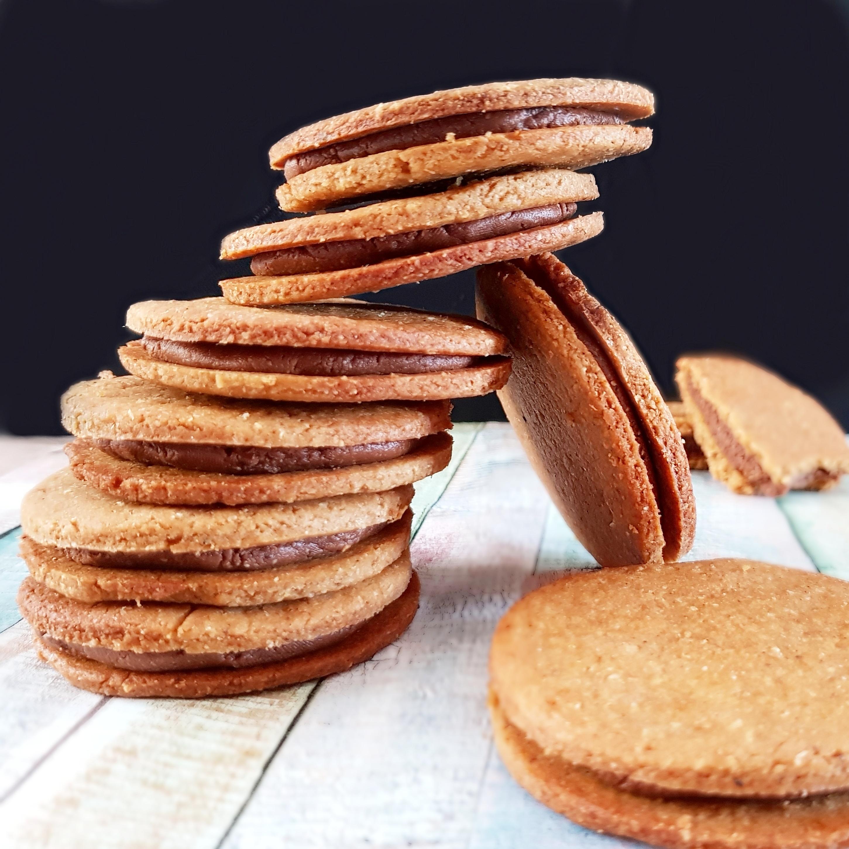 Sablés vegans fourrés à la pâte de cacao crue
