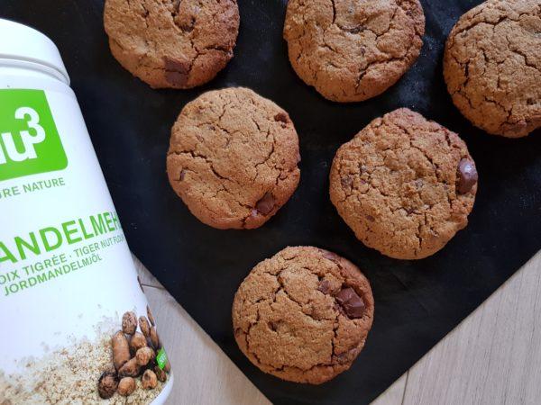 Enfournez pendant une douzaine de minutes suivant la puissance de votre four. Laissez refroidir avant de déguster afin de laisser les cookies durcir et devenir croustillants.  Conservez vos cookies dans un contenant hermétique en verre ou en métal.