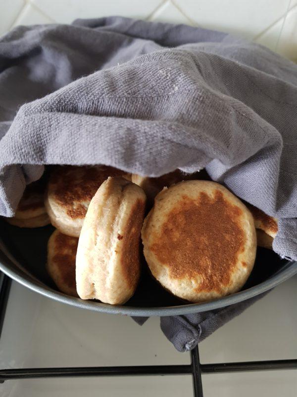Recouvrez vos beignets dès la sortie de la poêle afin de garder leur moelleux. Dégustez dès que tous les beignets sont cuits.