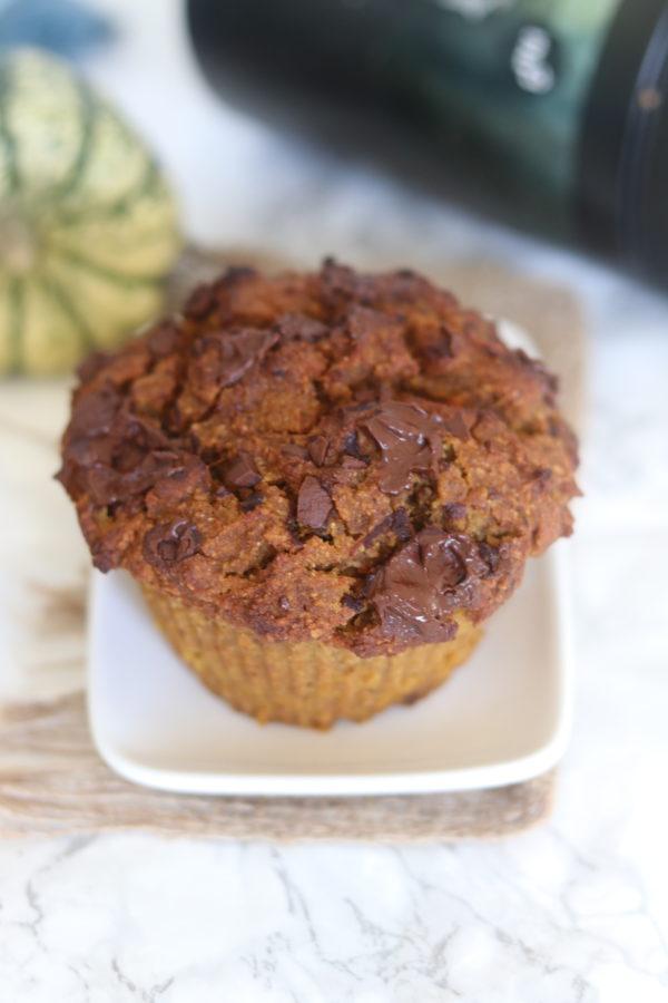 Versez dans deux moules à muffins et enfournez pendant environ 30 minutes suivant la puissance de votre four (on pique au centre pour vérifier).