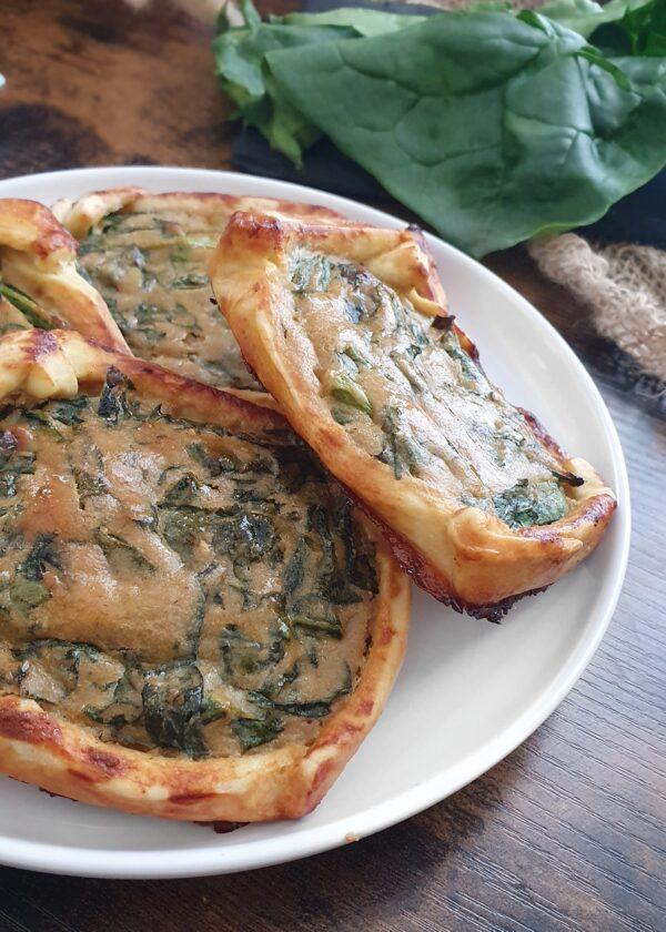 Tartelettes aux épinards vegans - 18 Recettes végétales simples, faciles et rapides pour le brunch express ou le petit déjeuner. Recettes natures, sucrées et salées de mail0ves - Mailo Fait Maison