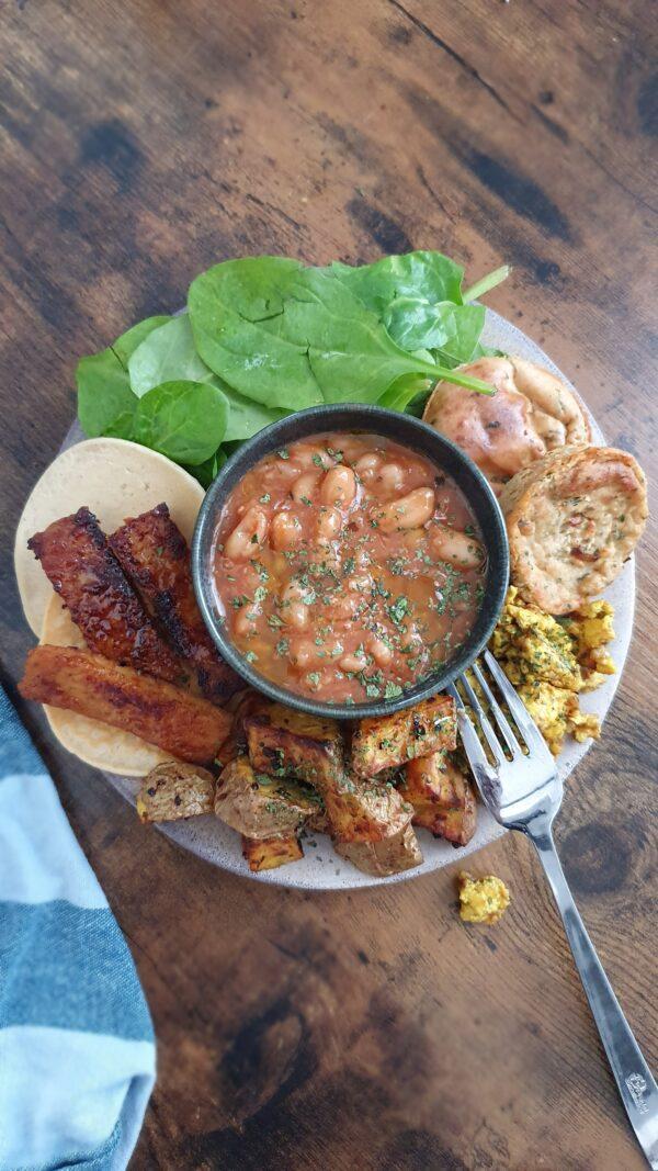 Assiette de brunch vegan express - 18 Recettes végétales simples, faciles et rapides pour le brunch express ou le petit déjeuner. Recettes natures, sucrées et salées de mail0ves - Mailo Fait Maison